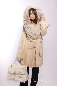 8330 - Pearly mink coat with hood + lynx - Code: 10003
